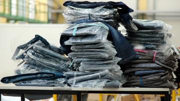 Perfumy, odzież i obuwie. Służba Celno-Skarbowa zatrzymała transport podrabianych towarów
