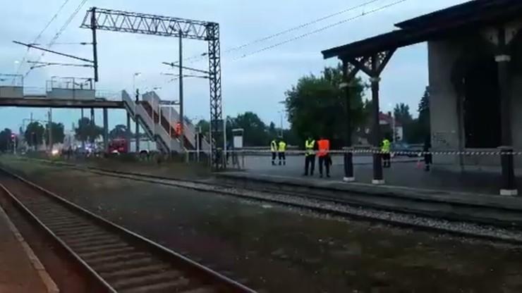 Dworzec w Grajewie (woj. podlaskie): ćwiczenia antyterrorystyczne straży pożarnej, pogotowia ratunkowego i policji