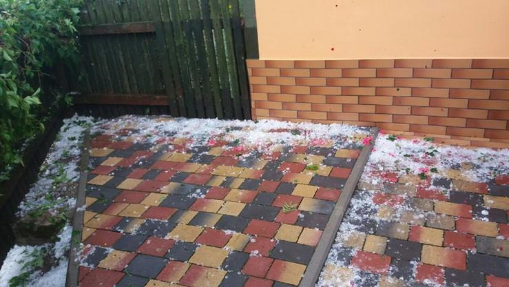 Efekt gwałtownej burzy z gradem w Gorzeszowie na Dolnym Śląsku.