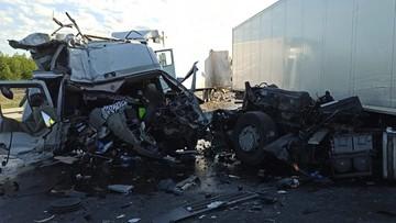 """Zderzenie dwóch ciężarówek. """"Cud, że kierowca przeżył"""" [FOTOGALERIA]"""