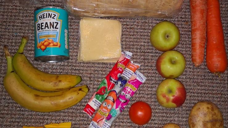 Produkty za 5 funtów. Skandal ws. paczek żywnościowych dla dzieci z ubogich rodzin